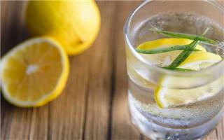 网传柠檬水美白又抗癌 夏天怎么喝才真健康