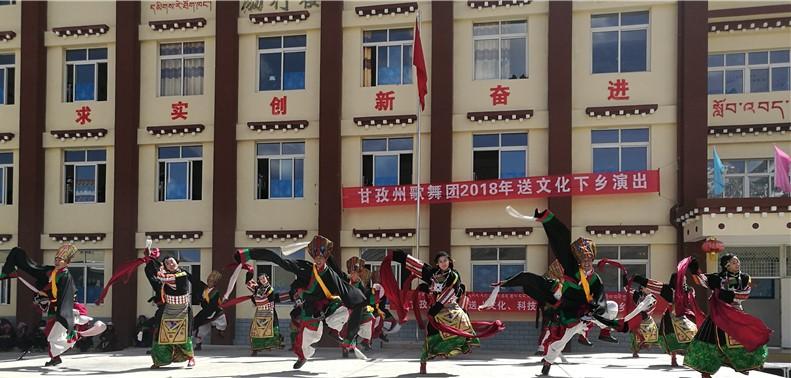 激情高昂的舞蹈《康巴锅庄》