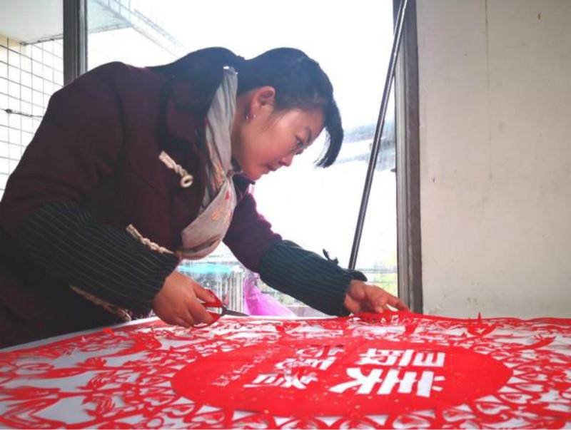 众志成城 抗击疫情丨高慧兰剪纸工作室曾碧蕾作品:最美志愿者
