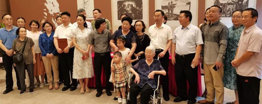 李少言抗战版画原作《120 师在华北》及相关文物 捐赠中国人民抗日战争纪念馆