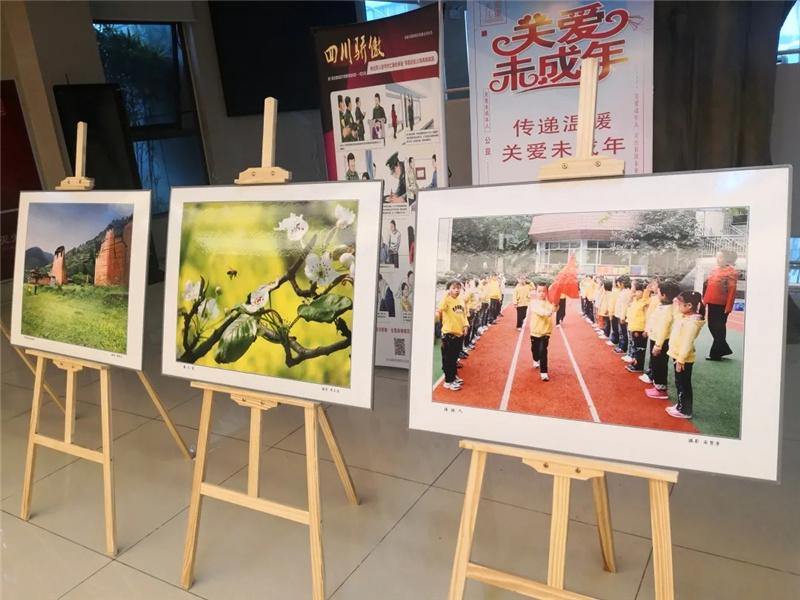 成都市公共图书馆联合巡展首展正式开启