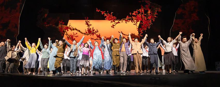 大型原创音乐剧《红梅花开》成都首演